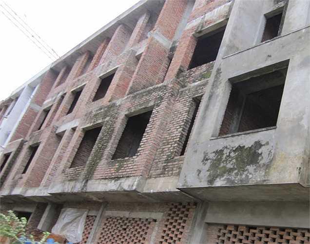 Còn tại khu đô thị mới Văn Khê (xã Văn Khê, Hà Đông, Hà Nội)nhiều bức tường của các khu biệt thự đã mốc meo, bám đầy rêu xanh.