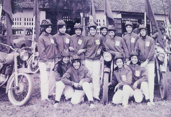 Các thiếu nữ Hà Thành mê xe từ những năm 60