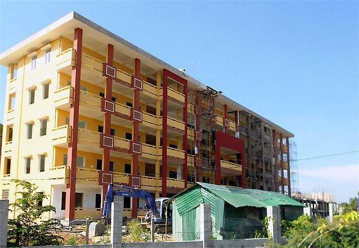 KTX Trường Bia, hiện nay Đại học Huế đang xây dựng thêm 3 dãy nhà với khoảng 1.500 chỗ ở. Hiện tại Đại học Huế còn thiếu khoảng 2.000 - 3.000 chỗ ở cho sinh viên.