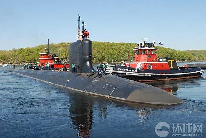 Tàu ngầm hạt nhân USS Hawaii tại cảng Subic