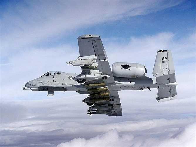 Một chiếc A-10 được trang bị đầy đủ có 8 tấn vũ khí