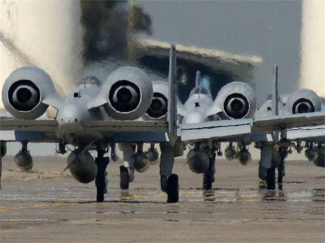 A-10 sử dụng 2 động cơ phản lực cánh quạt cực mạnh General Electric TF34