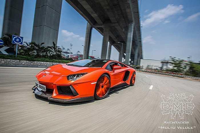 Sở hữu nhiều phụ kiện ấn tượng, siêu xe hàng đầu của Italia lột xác ấn tượng dưới bàn tay độ của các chuyên gia Đức. Siêu phẩm có tên LP900 Molto Veloce này vừa được hãng độ xe Lamborghini DMC, Đức vén màn.