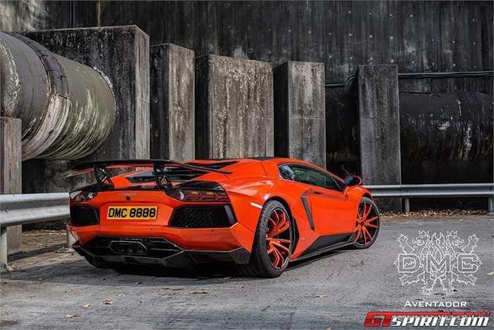 Động cơ V12, 6.5L của xe nguyên bản được biến đổi toàn diện với 12 van nạp tiết lưu, bơm xăng mới và một hệ thống ống xả titanium chỉ nặng 3,4 kg và trị giá tới 7.200 USD.