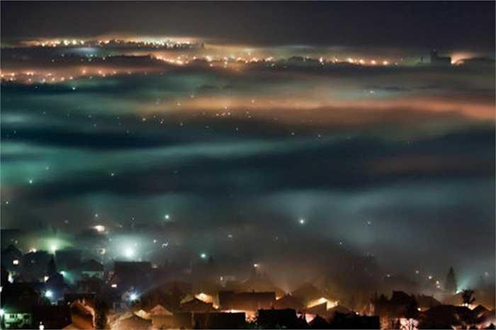 Vẻ huyền bí bên ngoài thị trấn Duras thuộc tỉnh Lot-et-Garonne trong vùng Aquitaine phía Tây Nam nước Pháp