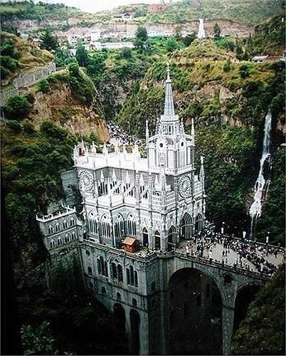 Nhà thờ Las Lajas ở Columbia