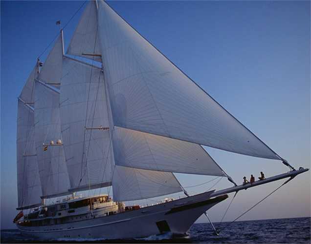 Siêu du thuyền mang tên Athena có đủ phòng ngủ cho 12 khách. Nó được hãng Royal Huisman rao bán với giá 92.966.400 USD.(Ảnh: Monaco Yacht Show)
