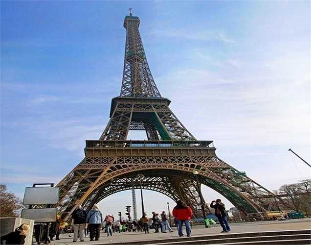 Tháp Eiffel, Pháp trị giá 545,759 tỷ USD. Công trình này là biểu tượng của nước Pháp và Paris. Ngoài ý nghĩa cách mạng khoa học, kỹ thuật. Tháp Eiffel còn là biểu tượng cách mạng về phương diện chính trị, là niềm tự hào của người dân Pháp và Paris.