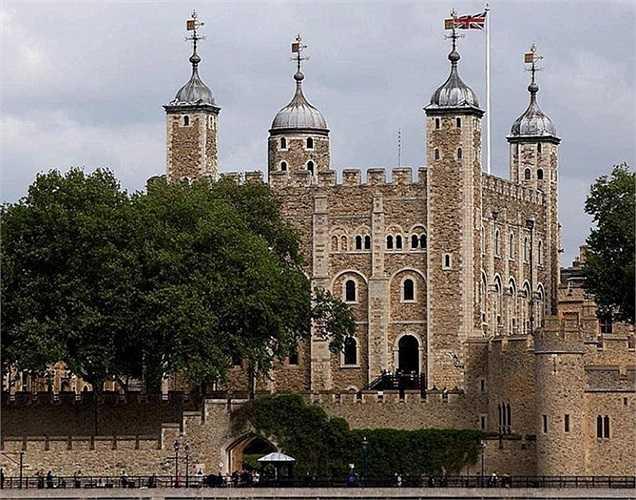 London Tower trị giá 88,585 tỷ USD. Tháp London là một trong những cung điện lộng lẫy nhất nước Anh. Nơi đây từng là nơi ở của Hoàng gia và có thời được sử dụng làm nhà tù.