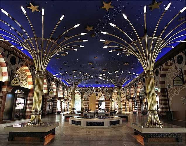 Gold Souk là một trong những điểm đáng tự hào nữa của Dubai Mall. Tại đây có hơn 200 gian hàng.