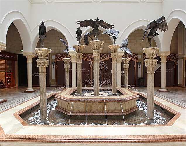 Có rất nhiều không gian mở tương tự như thế này ở Dubai Mall. Tất cả đều được trang trí một cách tỉ mỉ, không tì vết.