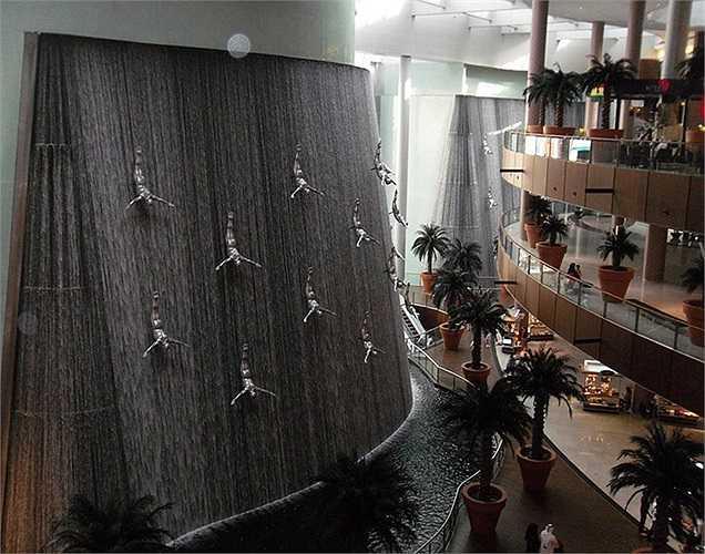 Một trong những nét nổi bật nhất Dubai Mall chính là đài phun nước khổng lồ này.