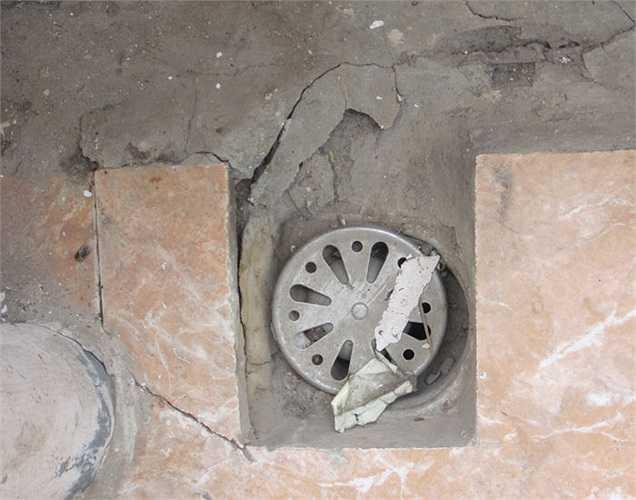 Các đường ống thoát nước bị nứt gạch