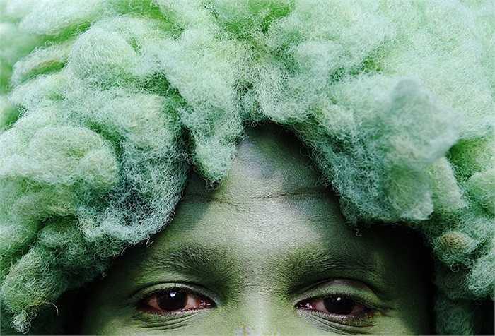 Gương mặt hóa trang cực kỳ ấn tượng trong Lễ hội Notting Hill ở thủ đô London, Anh.