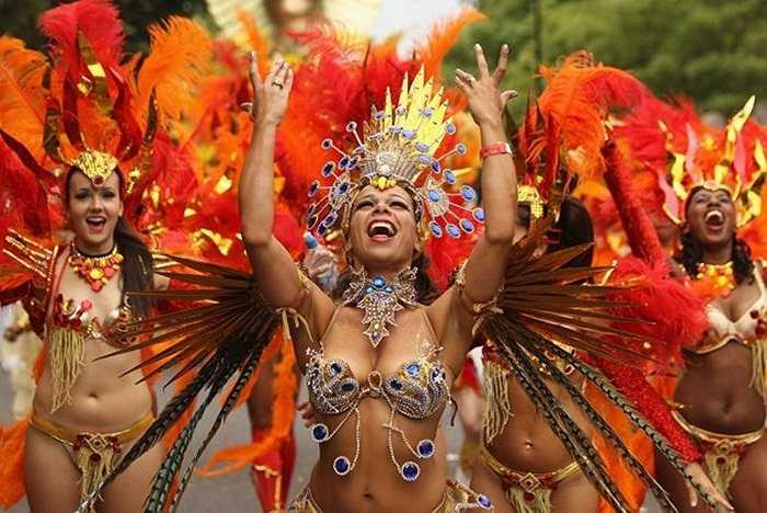 Những vũ công rực rỡ trong Lễ hội Notting Hill.