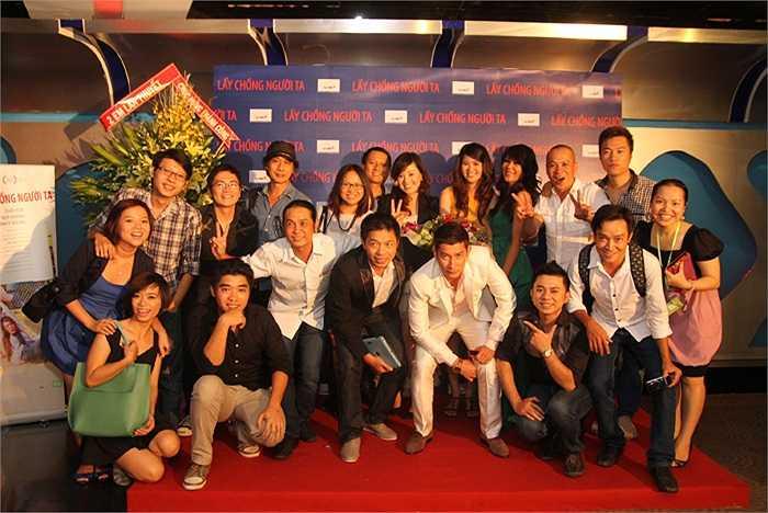 Rất đông nghệ sĩ đã đến tham dự buổi ra mắt phim của đạo diễn Lưu Huỳnh.