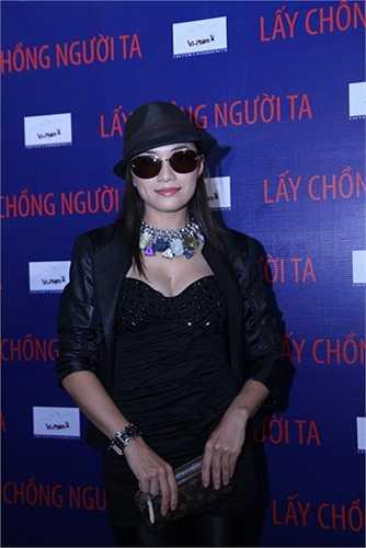 Ca sĩ Tina Tình