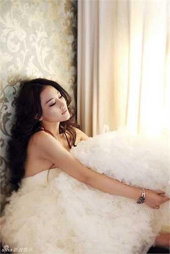 Người hâm mộ Lý Thần đều lên tiếng la ó phản đối một người mẫu có quá khứ không mấy tốt đẹp như Hinh Dư.