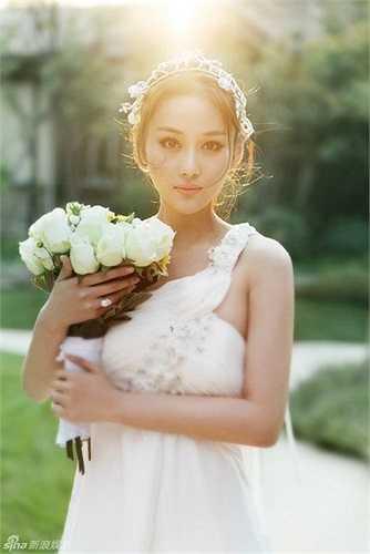 Còn Trương Hinh Dư, do không chịu nổi những lời chỉ trích lăng mạ trên blog, cô đã tạm đóng cửa trang cá nhân của mình.