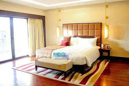 Một phòng ngủ khác đón ánh nắng chan hòa từ thiên nhiên mang tới.