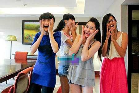 Thiên Trang và các bạn rất bất ngờ trước căn phòng
