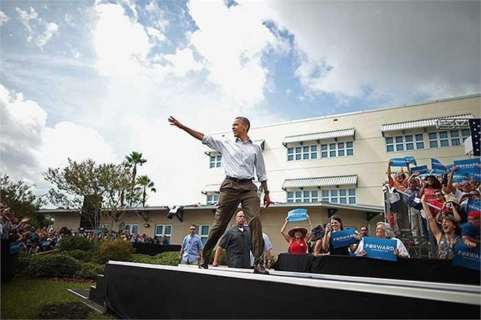 Tổng thống Obama trước khi bắt đầu buổi diễn thuyết tại thành phố St. Petersburg, Florida, Mỹ