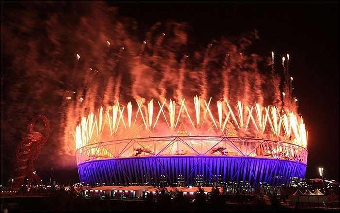 Màn pháo hoa chia tay các VĐV khuyết tật tại lễ bế mạc Paralympic 2012, London, Anh