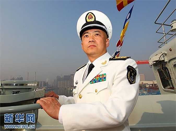Thuyền trưởng tàu sân bay đầu tiên Liêu Ninh Trương Tranh tại lễ tiếp nhận tàu sân bay hôm 25/9