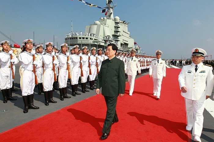 Chủ tịch Hồ Cẩm Đào chủ trì buổi lễ ra mắt tàu sân bay đầu tiên Trung Quốc Liêu Ninh