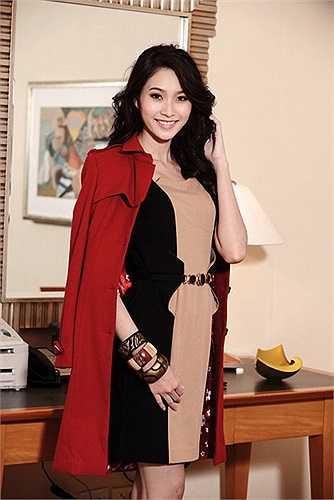Tuy nhiên, người đẹp này chọn cách lặng im và tích cực những hoạt động từ thiện, trong đó có cả ở quê hương, Hà Nội và Thanh Hóa