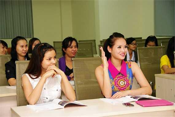 Hương Thảo cũng đã trau dồi thêm Tiếng Anh tại Trung tâm ngoại ngữ trước khi lên đường.