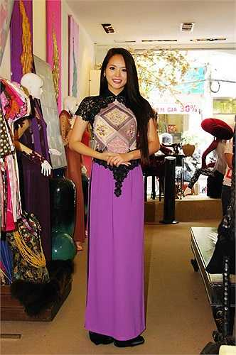 Với phần thi tài năng, Lại Hương Thảo sẽ trình diễn múa quạt với áo dài Việt Nam
