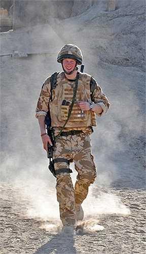 Hoàng tử trong cuộc tuần tra ở thị trấn Garmisir, Afghanistan năm 2008