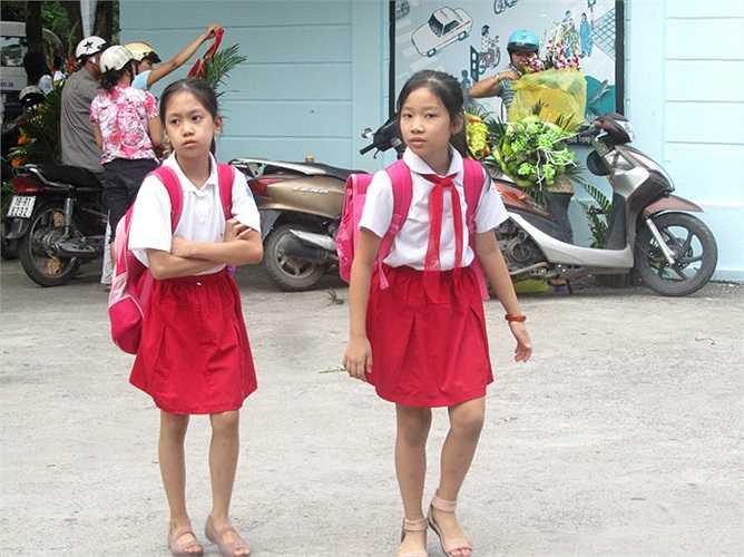 Học sinh trường tiểu học Đoàn Thị Điểm diện đồng phục nổi bật đến trường ngày khai giảng