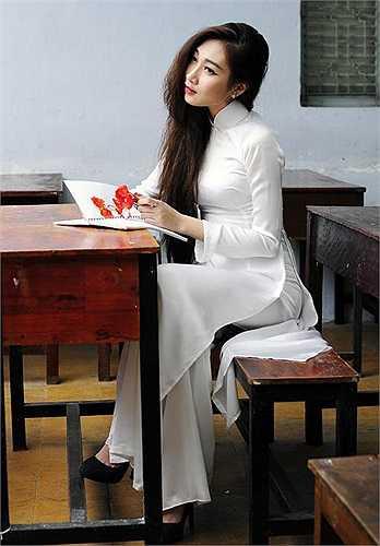 Hot girl Hải Quyên, cô em gái của ca sỹ Thu Ngọc, hiện đang là MC nổi tiếng của một số chương trình truyền hình và đang hoạt động trong lĩnh vực người mẫu ảnh.