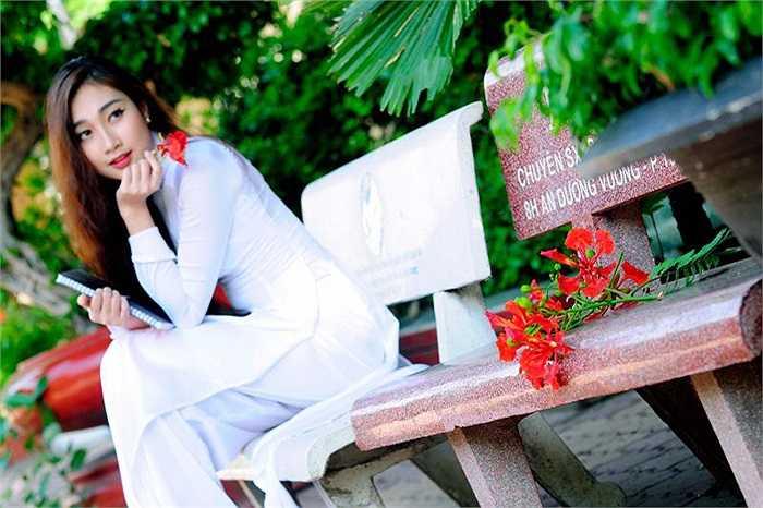 Tham gia đóng phim truyền hình, làm model và MC chưa lâu, nhưng Hải Quyên đã mau chóng để lại dấu ấn cho nhiều người.