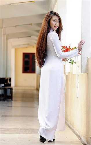 Cô bạn này quan niệm rằng, áo dài chính là trang phục đẹp nhất của người thiếu nữ Việt Nam