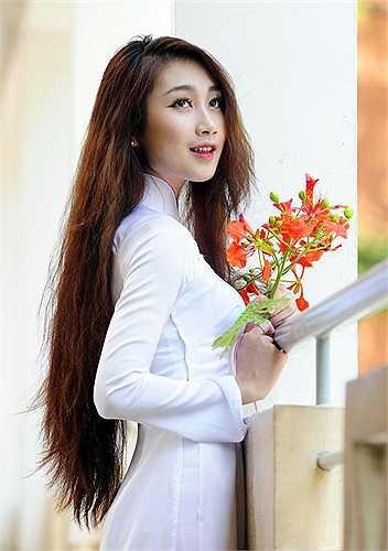 Áo dài luôn tạo cho người mặc nét dịu dàng, nữ tính của người phụ nữ Á Đông mà không có một trang phục nào khác có thể thay thế được