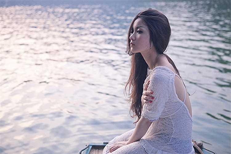 Càng ngày, Huỳnh Minh Thủy càng đẹp đằm thắm hơn