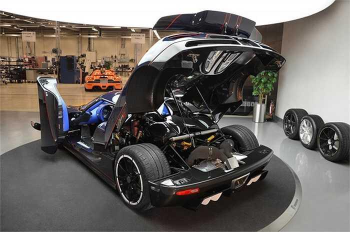 """Cũng theo những con số mà Koenigsegg đưa ra, siêu xe có công suất cực lớn này có thể tăng tốc từ 0-100 km/h chỉ trong 2,9 giây, tốc độ tối đa theo """"tính toán"""" là khoảng gần 440 km/h."""