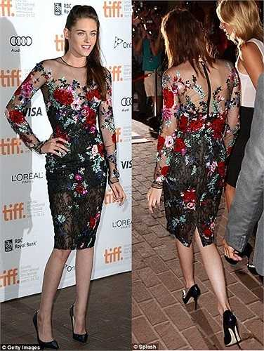 Kristen Stewart đã tái xuất khi có mặt tại liên hoan phim Toronto, Canada ngày hôm qua.