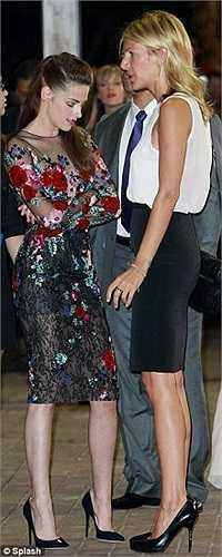 Kristen tham gia với tư cách nữ diễn viên chính của bộ phim On the Road.