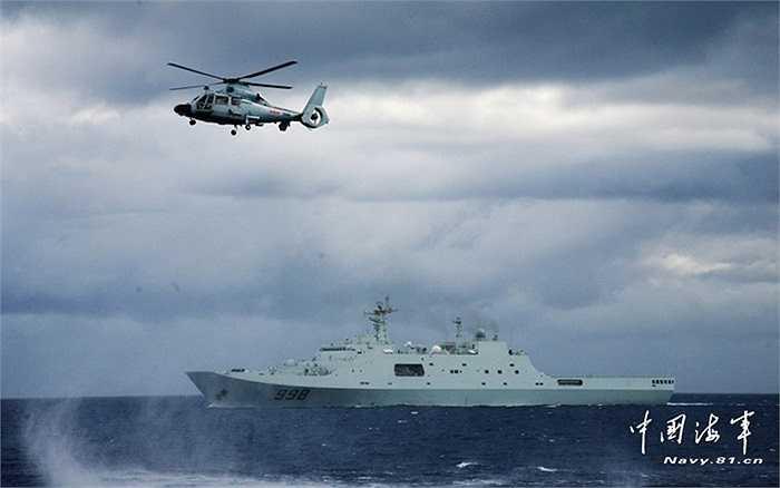 Chiến hạm của hải quân Trung Quốc trên biển