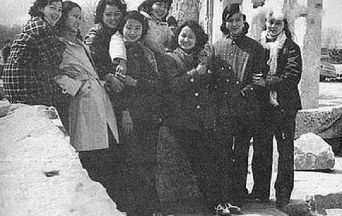 Những hình ảnh đời thường của dàn diễn viên xinh đẹp phim Hồng Lâu Mộng 1987.