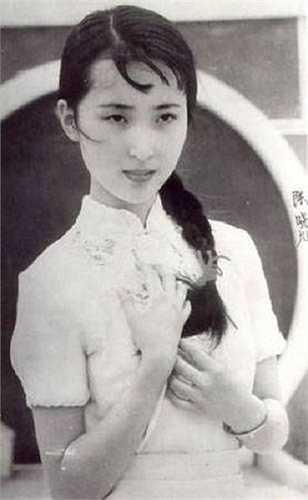 Vẻ đẹp mong manh của Trần Hiểu Húc rất hợp với vai diễn Đại Ngọc. Trần Hiểu Húc về sau mất vì bệnh ung thư vú.