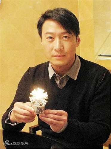 Một tờ báo đã thống kê số tài sản của 10 nghệ sĩ giàu nhất làng giải trí Trung Quốc. Kết quả, đứng thứ 10 là Lê Minh - 102 triệu đô la HongKong