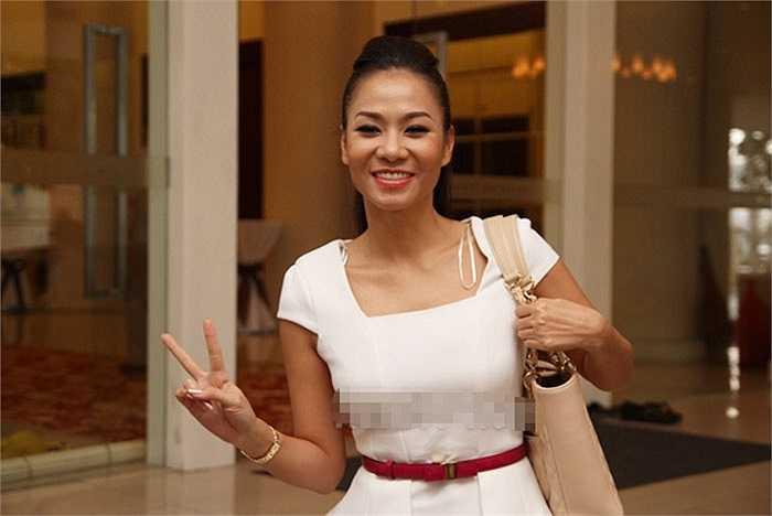 Thu Minh tươi cười trong bão scandal