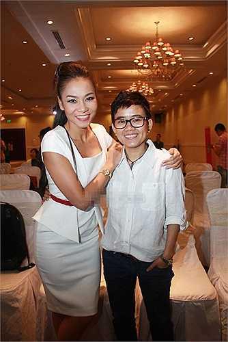 Thu Minh vẫn tươi cười với Phương Uyên sau scandal