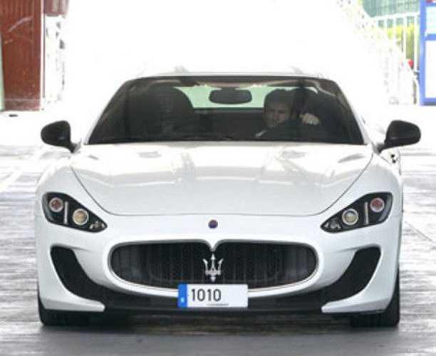 Mới đây, Messi còn vừa tậu thêm chiếc Maserati GranTurismo MC màu trắng rất đẹp mắt. Siêu xe của Messi sở hữu động cơ V8, dung tích 4.691 phân khối, có thể đạt vận tốc lên tới 300km/h.