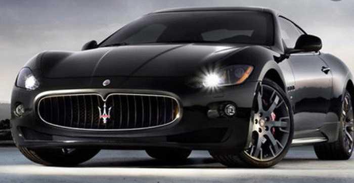 Chiếc GranTurismo màu đen phiên bản 2009 do Maserati tặng Messi.
